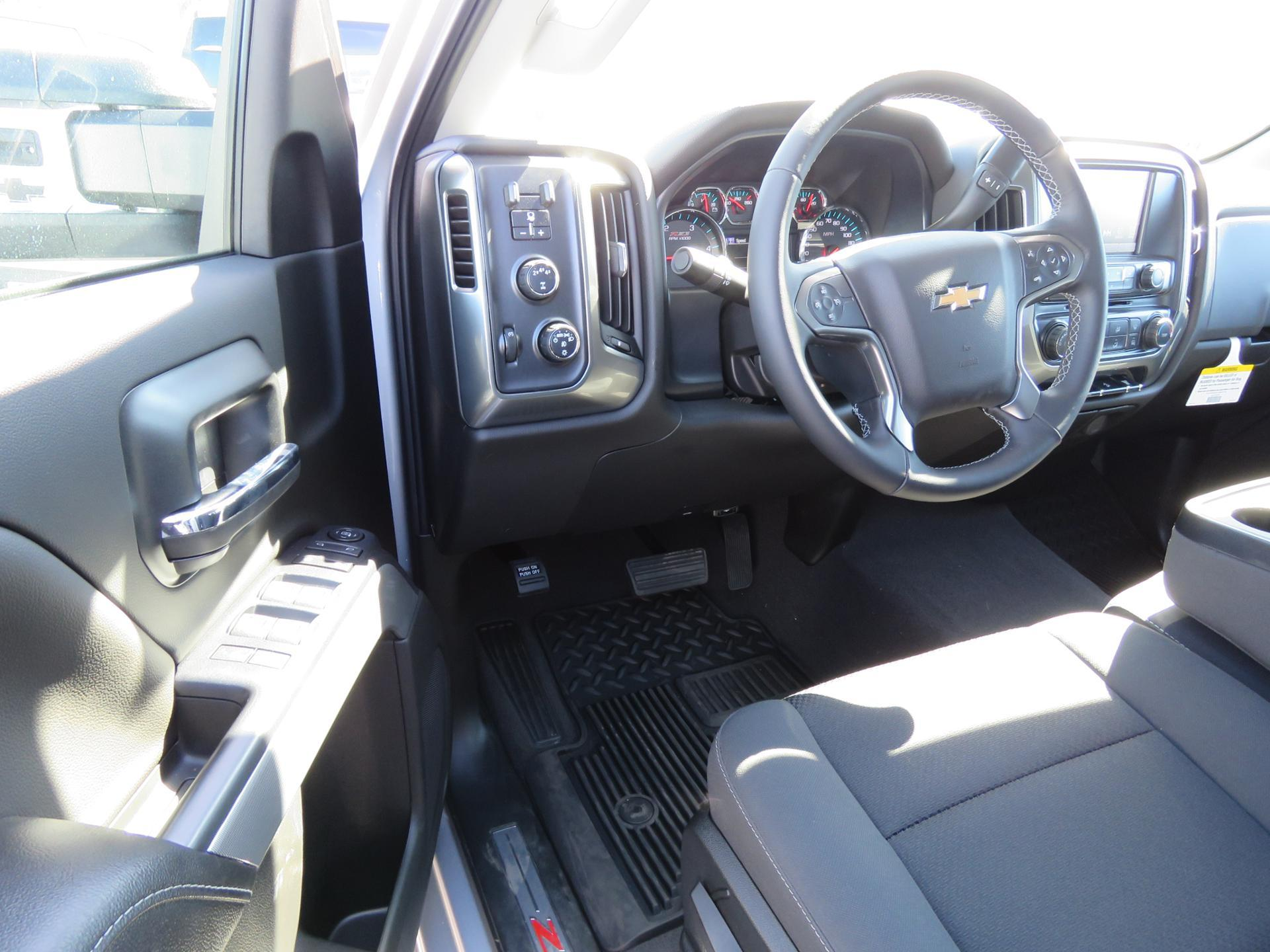 2019 Silverado 2500 Crew Cab 4x4,  Pickup #T19105 - photo 4