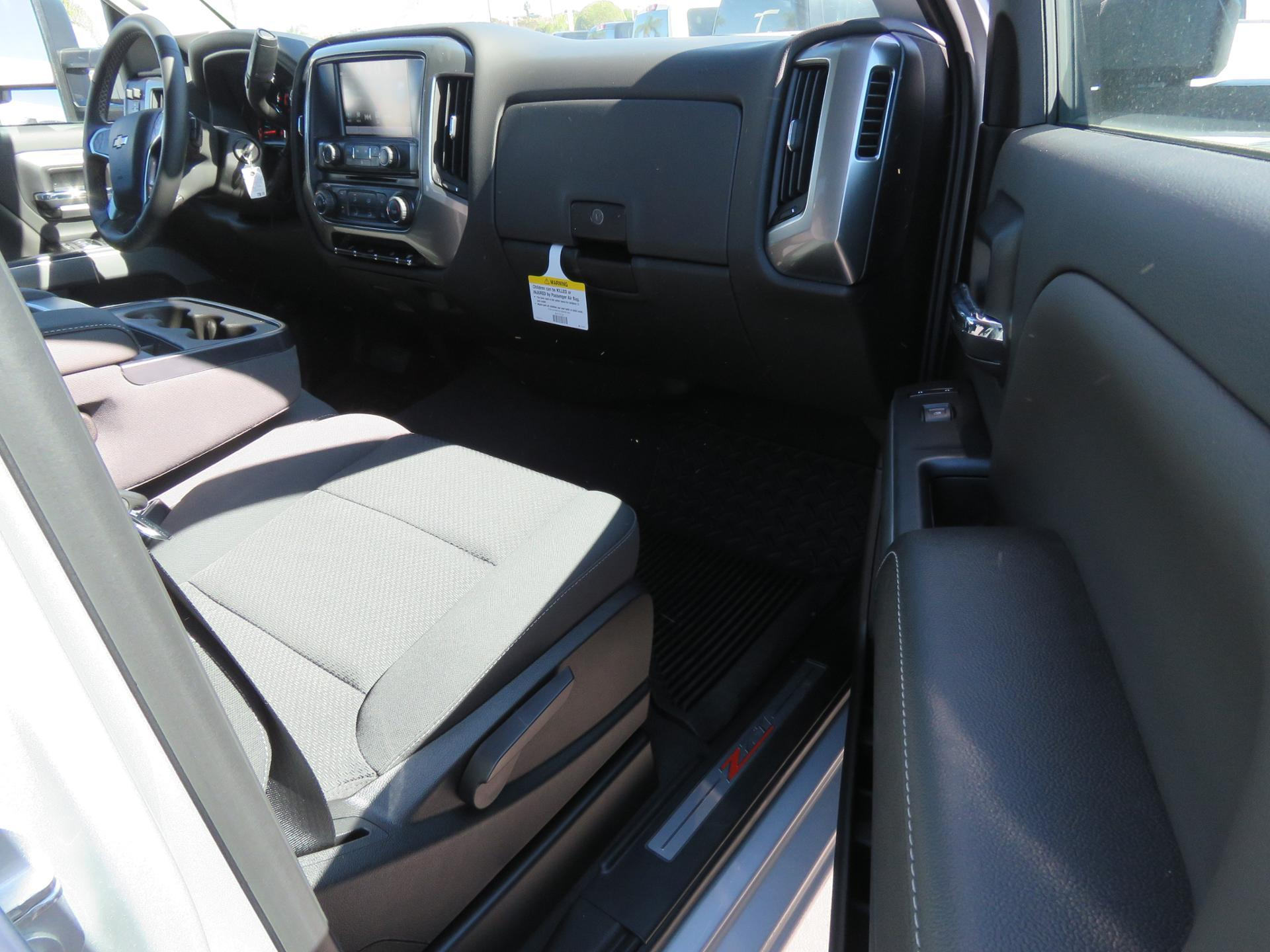 2019 Silverado 2500 Crew Cab 4x4,  Pickup #T19105 - photo 8