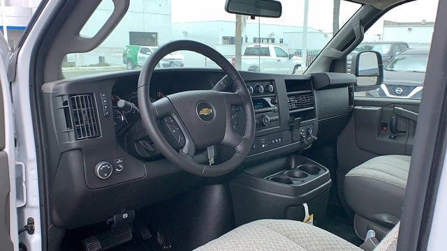 2021 Chevrolet Express 3500 4x2, Cutaway #T21879 - photo 1