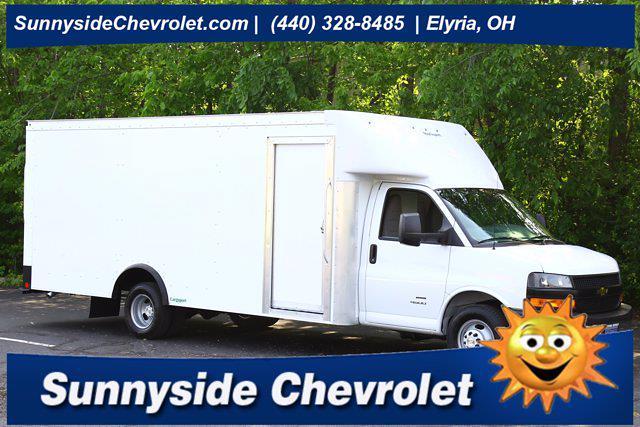 2021 Chevrolet Express 4500 DRW 4x2, Rockport Cutaway Van #901598 - photo 1