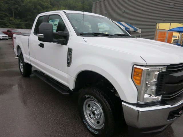2017 F-250 Super Cab 4x4 Pickup #17F692 - photo 4