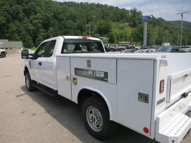 2018 F-250 Super Cab 4x4,  Reading Service Body #18F573 - photo 2