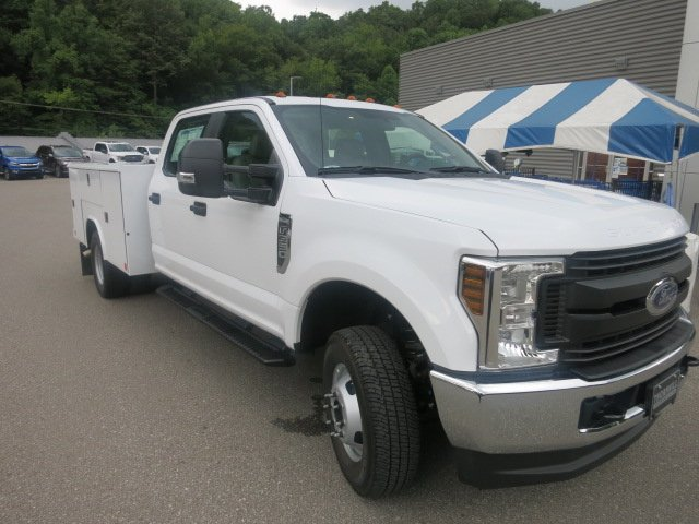 2018 F-350 Crew Cab DRW 4x4,  Reading Service Body #18F593 - photo 3