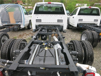 2017 F-550 Regular Cab DRW 4x4 Cab Chassis #7F0465 - photo 3