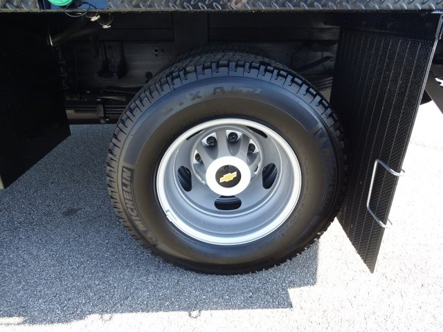 2018 Silverado 3500 Crew Cab DRW 4x4, CM Truck Beds RD Model Platform Body #CC81185 - photo 20