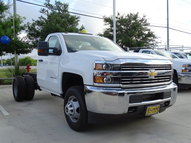 2018 Silverado 3500 Regular Cab DRW 4x4,  Cab Chassis #CFC81658 - photo 3