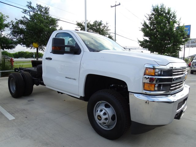 2018 Silverado 3500 Regular Cab DRW 4x4,  Cab Chassis #CFC81658 - photo 4