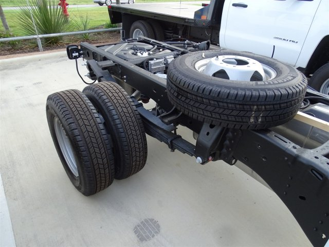 2018 Silverado 3500 Regular Cab DRW 4x4,  Cab Chassis #CFC81658 - photo 5