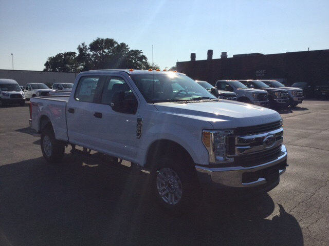 2017 F-250 Crew Cab 4x4 Pickup #17T1476 - photo 4