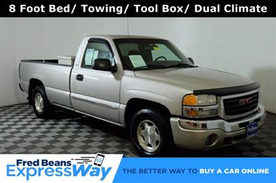 2004 GMC Sierra 1500 Regular Cab 4x2, Pickup #F010412 - photo 1
