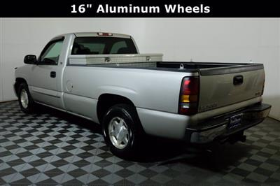 2004 GMC Sierra 1500 Regular Cab 4x2, Pickup #F010412 - photo 3