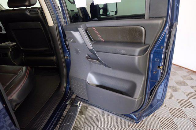 2011 Nissan Titan Crew Cab 4x4, Pickup #F103971 - photo 10