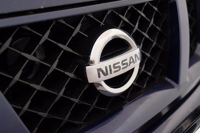 2011 Nissan Titan Crew Cab 4x4, Pickup #F103971 - photo 11