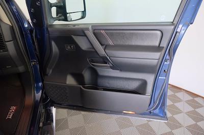 2011 Nissan Titan Crew Cab 4x4, Pickup #F103971 - photo 9