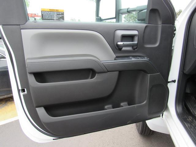 2020 Silverado 5500 Regular Cab DRW 4x2,  Knapheide Aluminum Platform Body #205471 - photo 12