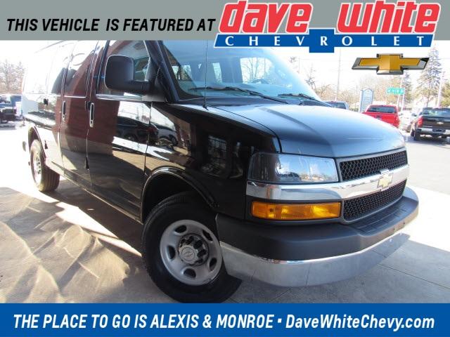 2018 Chevrolet Express 2500 4x2, Passenger Wagon #2088181 - photo 1