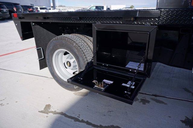 2020 Chevrolet Silverado 3500 Crew Cab 4x4, CM Truck Beds RD Model Platform Body #20CF0524 - photo 19