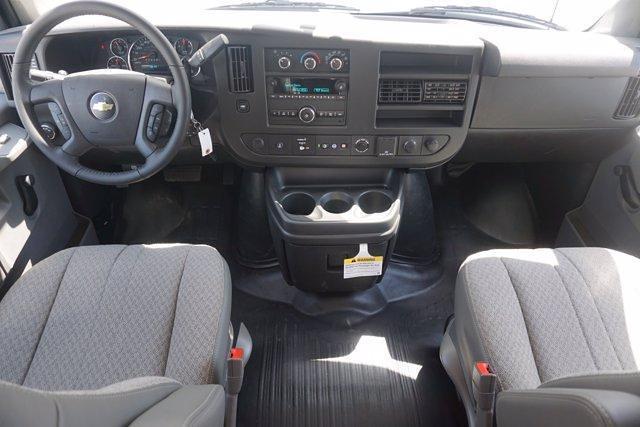 2021 Chevrolet Express 3500 DRW 4x2, Morgan Parcel Aluminum Cutaway Van #21CF0436 - photo 9
