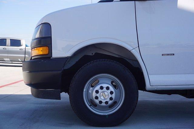 2021 Chevrolet Express 3500 DRW 4x2, Morgan Parcel Aluminum Cutaway Van #21CF0438 - photo 5