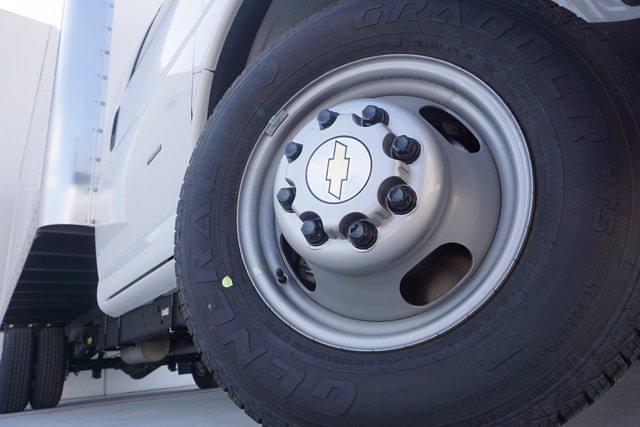 2021 Chevrolet Express 3500 DRW 4x2, Morgan Parcel Aluminum Cutaway Van #21CF0438 - photo 7