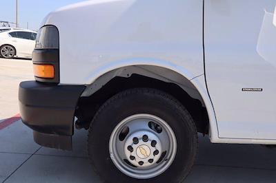 2021 Chevrolet Express 3500 DRW 4x2, Morgan Parcel Aluminum Cutaway Van #21CF0452 - photo 5