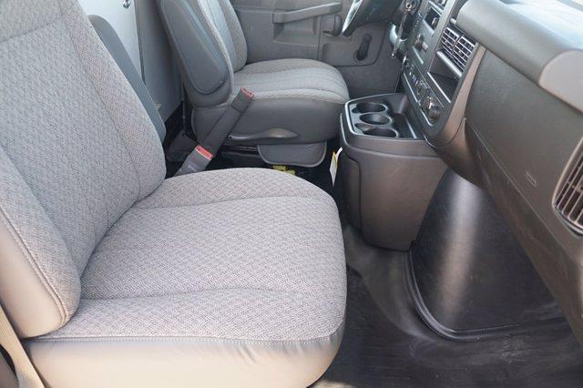 2021 Chevrolet Express 3500 DRW 4x2, Morgan Parcel Aluminum Cutaway Van #21CF0465 - photo 9