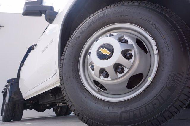 2021 Chevrolet Silverado 3500 Crew Cab AWD, Knapheide PGNB Gooseneck Platform Body #21CF0843 - photo 7