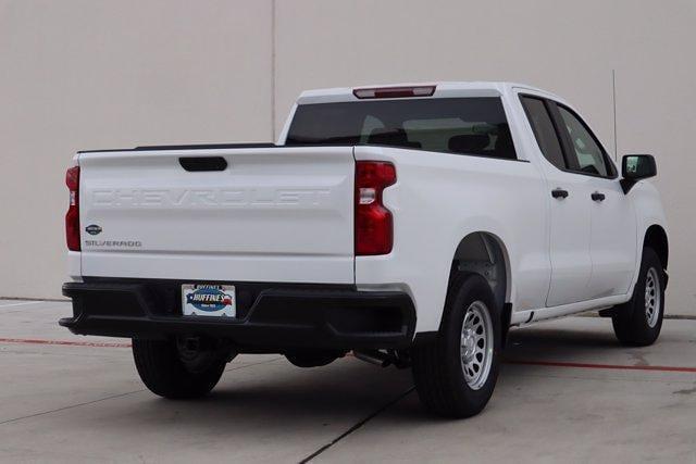 2021 Chevrolet Silverado 1500 Double Cab 4x2, Pickup #21CF0926 - photo 2