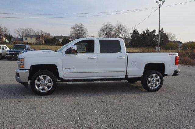 2018 Silverado 2500 Crew Cab 4x4 Pickup #C80458 - photo 3