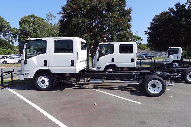 2021 LCF 4500 Crew Cab 4x2,  Cab Chassis #CM00753 - photo 3