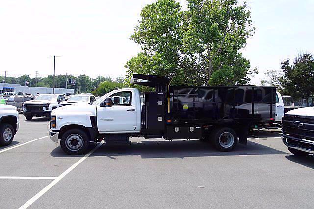 2021 Silverado 5500 Regular Cab DRW 4x2,  PJ's Truck Bodies Landscape Dump #CM48840 - photo 3