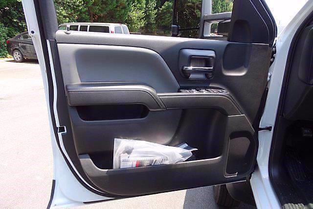 2021 Chevrolet Silverado 5500 Crew Cab DRW 4x2, Cab Chassis #CM64960 - photo 11