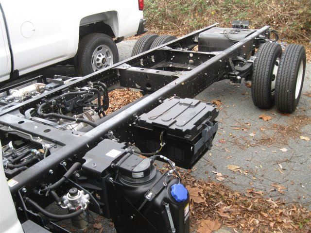 2016 LCF 3500 Regular Cab Cab Chassis #FF01603 - photo 7