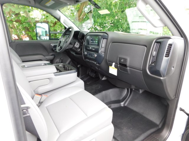 2017 Silverado 3500 Regular Cab Platform Body #M146781 - photo 22