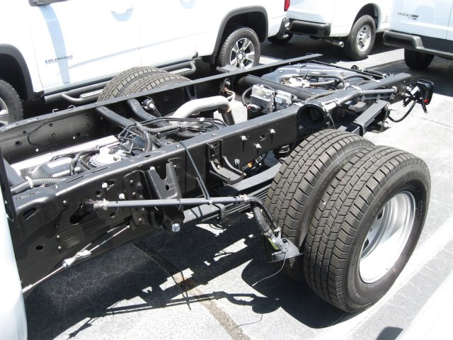 2016 Silverado 3500 Regular Cab, Cab Chassis #M319709 - photo 5