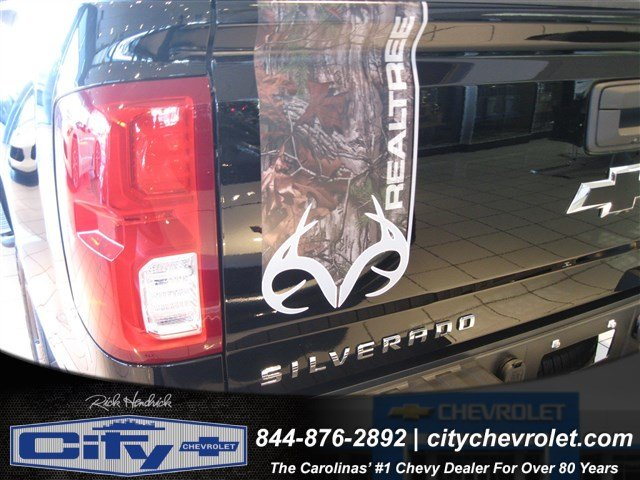 2017 Silverado 1500 Crew Cab 4x4, Pickup #T184578 - photo 4