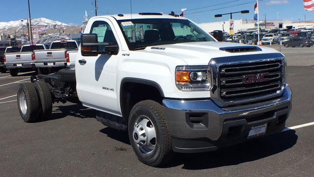 2018 Sierra 3500 Regular Cab DRW 4x4, Cab Chassis #JF142127 - photo 3