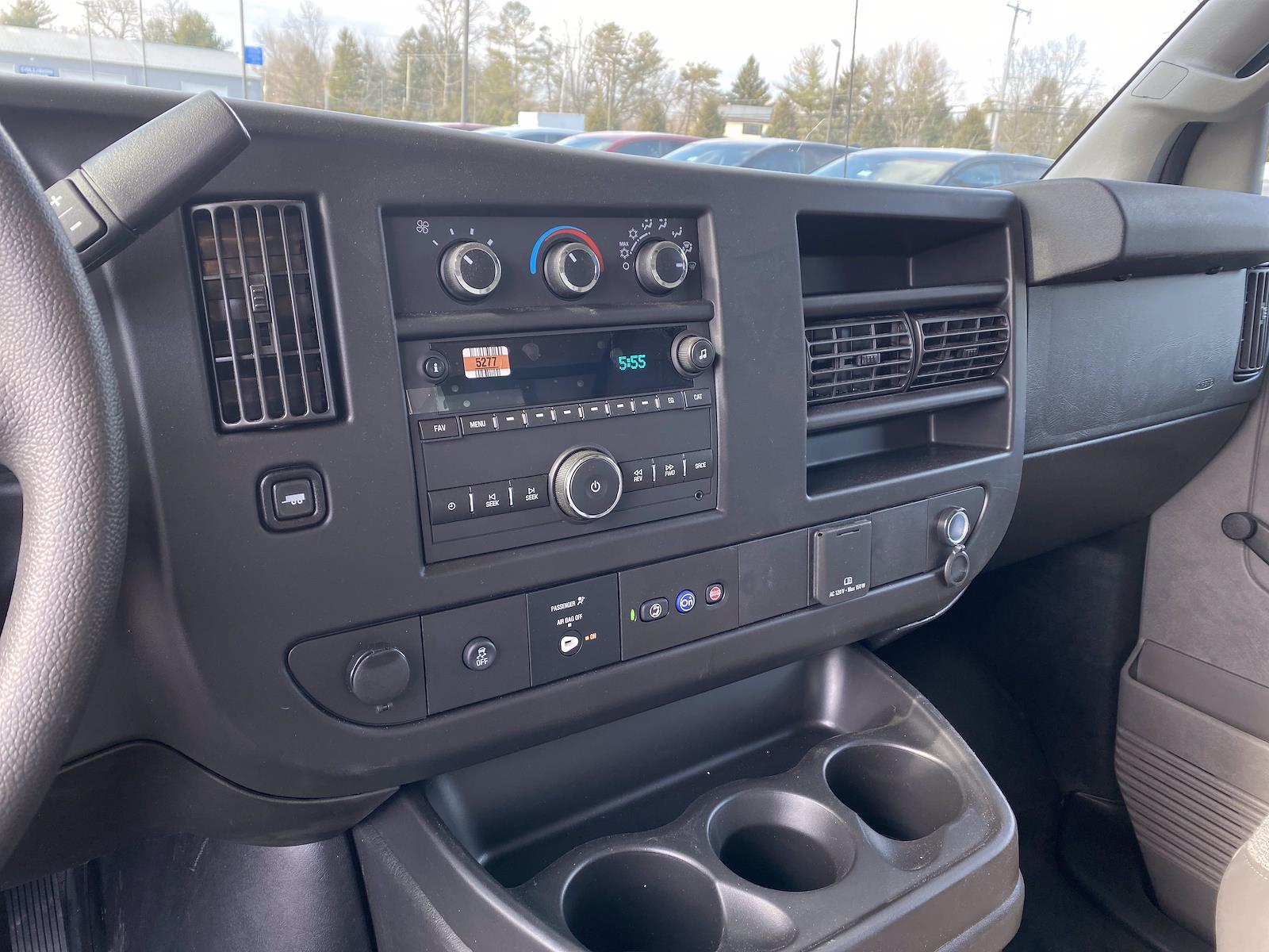 2021 Chevrolet Express 3500 4x2, Supreme Cutaway Van #1430R - photo 9