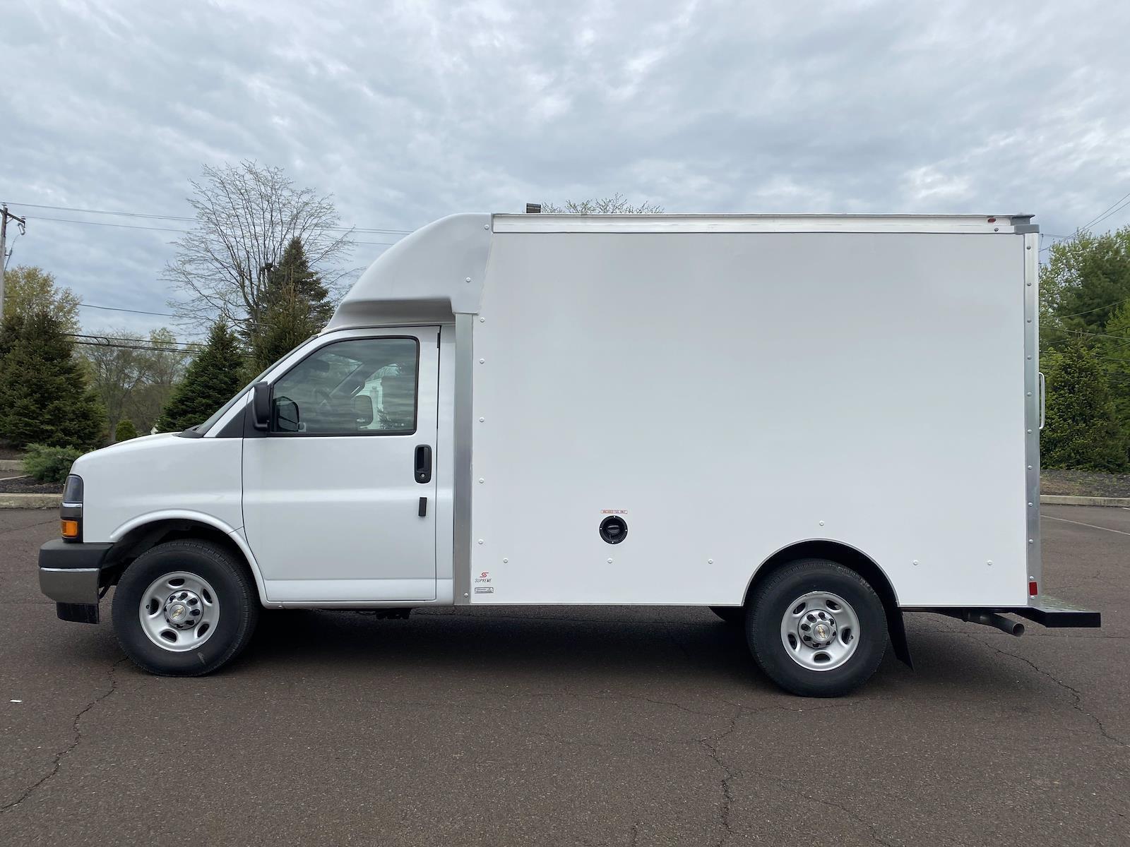 2021 Chevrolet Express 3500 4x2, Cutaway Van #1471R - photo 1