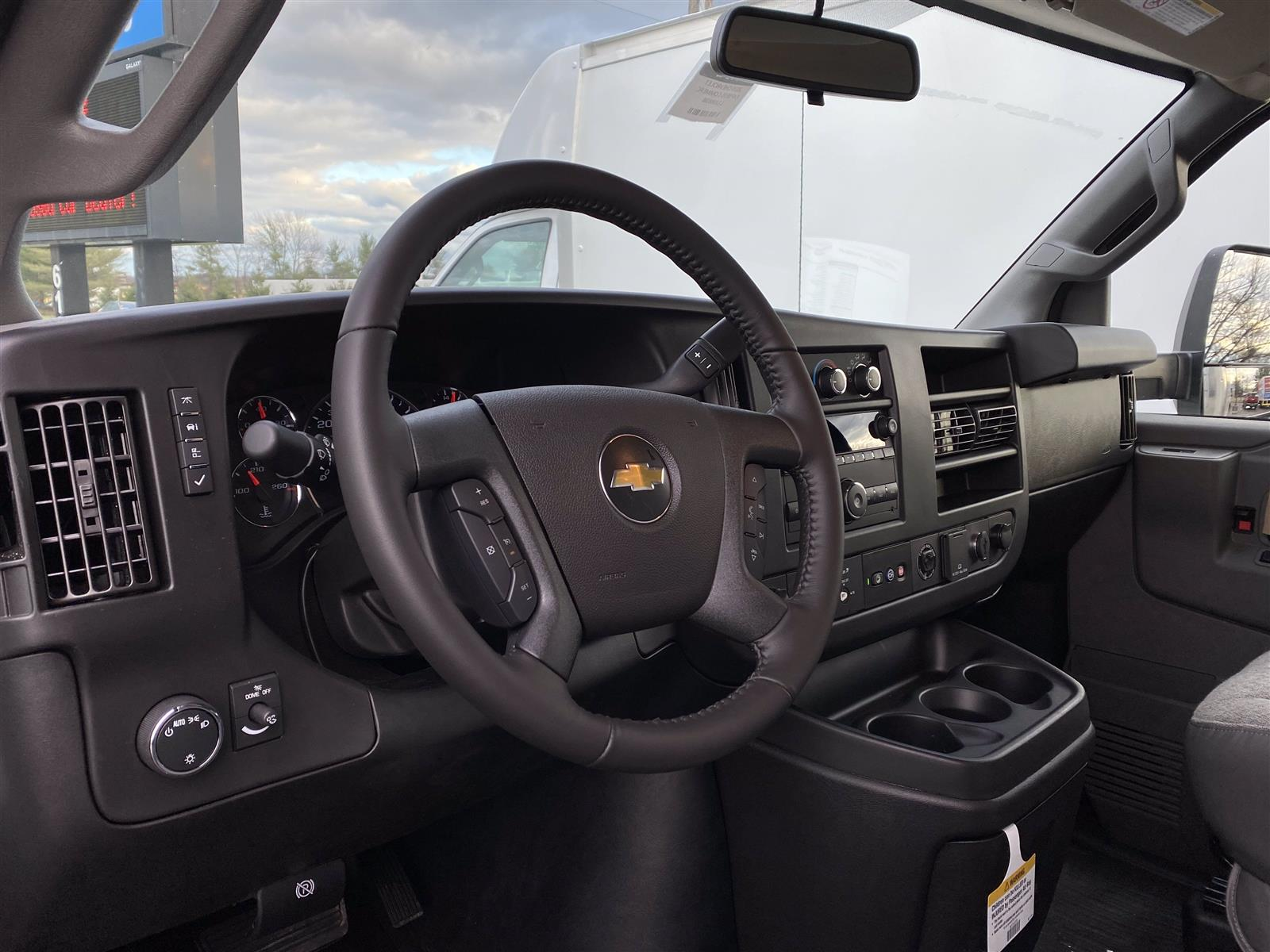 2020 Chevrolet Express 3500 4x2, Cutaway Van #2015Q - photo 7
