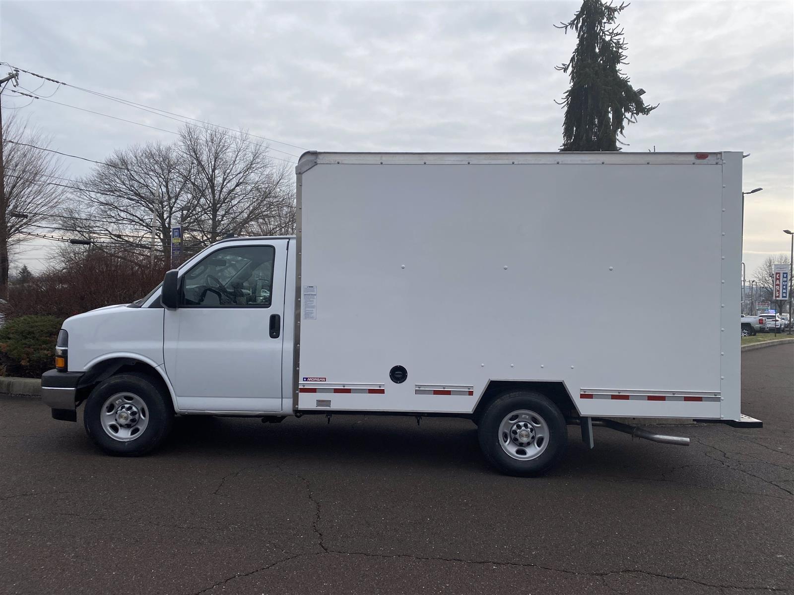 2020 Chevrolet Express 3500 4x2, Cutaway Van #2024Q - photo 1