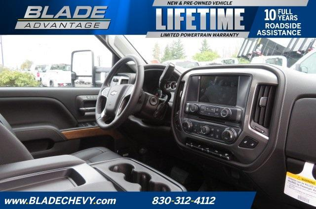 2018 Silverado 3500 Crew Cab 4x4, Pickup #10502 - photo 29