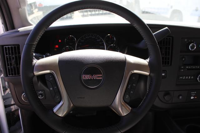 2019 GMC Savana 4500 RWD, Supreme Iner-City Cutaway Van #3190616 - photo 7