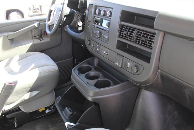 2019 GMC Savana 4500 RWD, Supreme Iner-City Cutaway Van #3190616 - photo 8