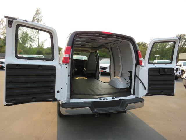 2020 GMC Savana 3500 RWD, Empty Cargo Van #3200618 - photo 1