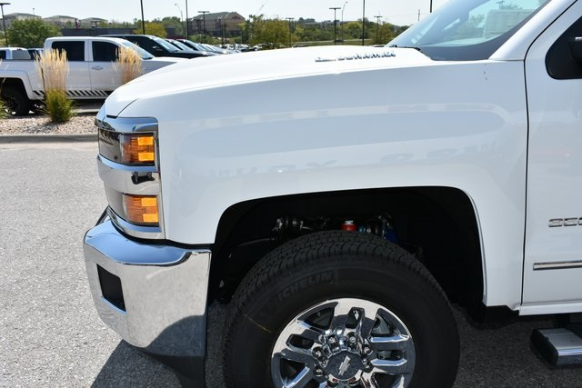 2018 Silverado 3500 Crew Cab 4x4 Pickup #C20064 - photo 8