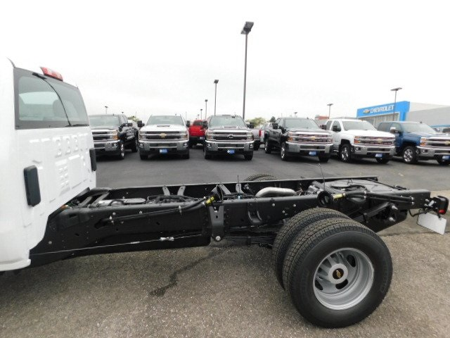 2019 Silverado 3500 Regular Cab DRW 4x4,  Cab Chassis #C22262 - photo 9