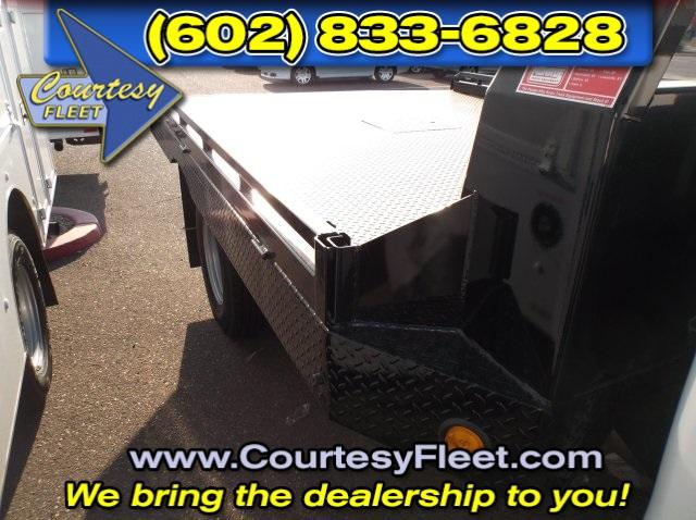 2016 Silverado 3500 Regular Cab, Platform Body #64613 - photo 4