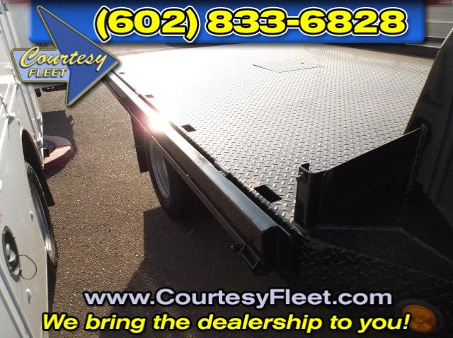 2016 Silverado 3500 Regular Cab, Platform Body #64613 - photo 5
