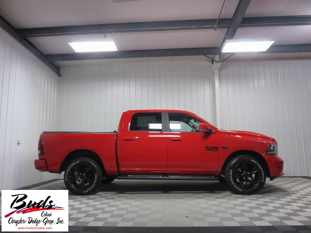 2017 Ram 1500 Crew Cab 4x4, Pickup #733160 - photo 7